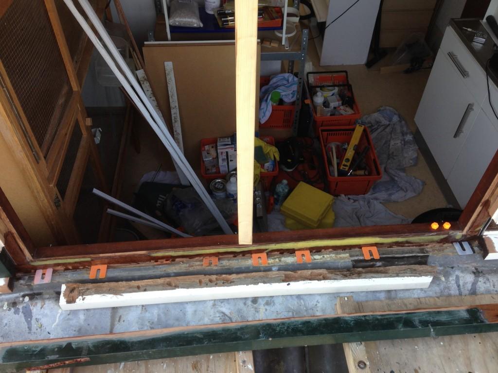 Diverse houtrot reparaties en schilderwerk en vervangen verrot hechthout zijkanten dakkapel